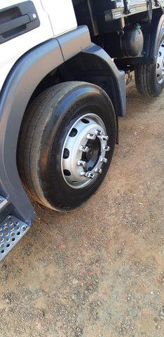 Mercedes Benz MB Atego 2428 bitruck 8x2 carroceria graneleira - Foto 15