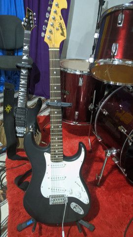 Vendo Guitarra semi-nova
