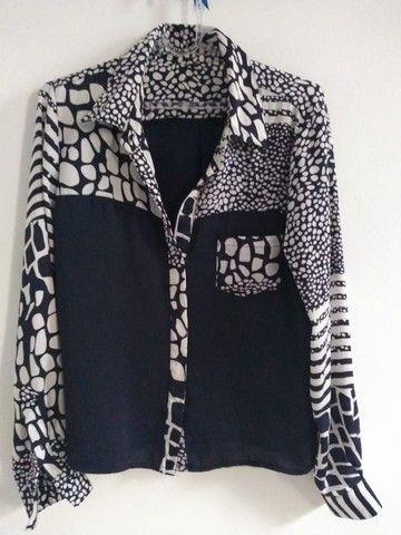 Promoção Camisa feminina, mangas compridas, seda, azul e branca. Tam. M. Usado
