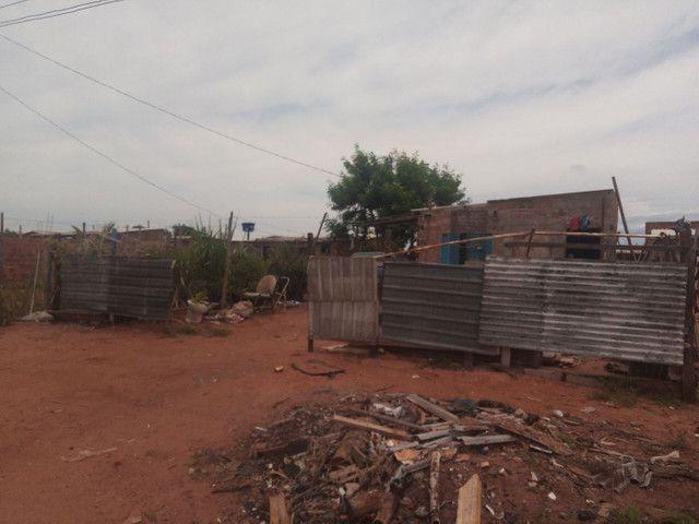 Vendo um terreno com três peça e varanda em área de comodato  - Foto 2