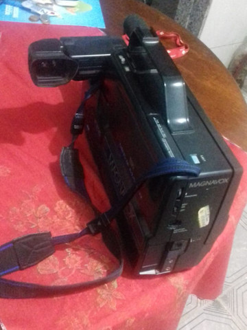 Filmadora MAGNAVOX HQ VHS CCD - Foto 2