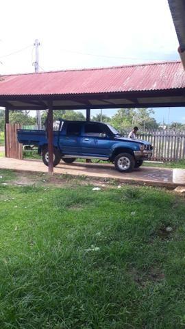 Hilux 4x4vendo ou troco em caminhonete cabine simples