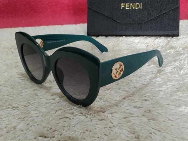 Lindo Óculos de Sol, Gucci Verde, Haste Larga - Bijouterias ... f30bfc93f2