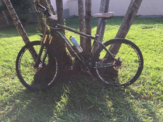 5bb27b951 Vendo MTB Bike First Aro 29 27v Kit Shimano Deore Freio Hidráulico  Suspensão com Trava