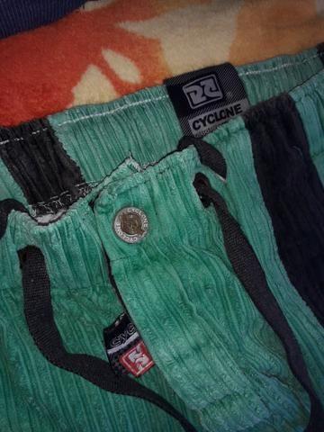 Vendo calça da Cyclone preto e verde barra branca