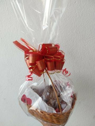 Cesta com chocolates - Foto 3