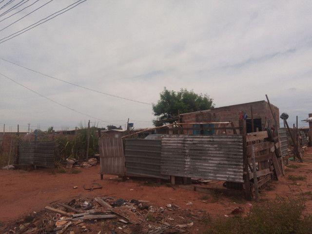 Vendo um terreno com três peça e varanda em área de comodato