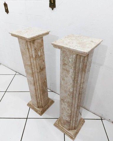 Par Colunas Laterais Decorativas em Mármore Travertino Bahiano Esculpido - Foto 2