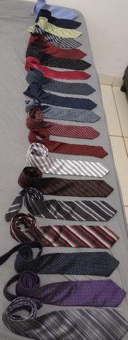 Vendo 19 lindas gravatas variadas