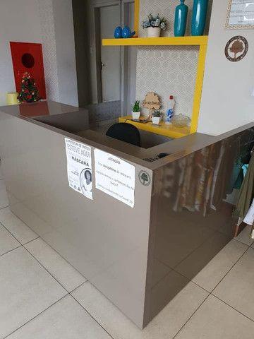 VENDO URGENTE Móvel caixa + Estante de nichos - Foto 2