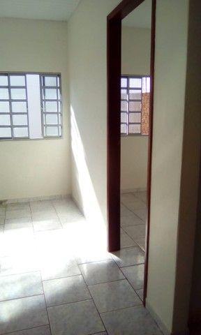 Aluga-se Casa em Condominio 1 quarto 1 banheiro R$ 900,00 - Foto 2
