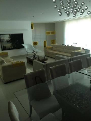 Apartamento Super reformado 4 Quartos 3 Suítes 3 vagas de garagem nascente