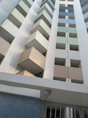 D517 Excelente Apartamento na Ponta Verde