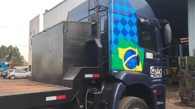 Caminhão Munck Traseiro 70 ton,Giro infinito - Foto 9