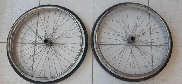 Rodas P/ Cadeira De Rodas Ou Carrinho ( 2 Pneus C/ Aros Em Alumínio ) R$ 100,00 - Foto 2