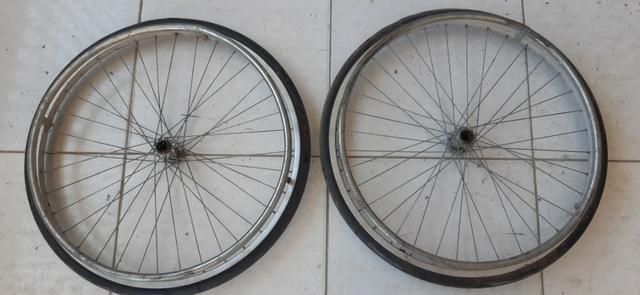 Rodas P/ Cadeira De Rodas Ou Carrinho ( 2 Pneus C/ Aros Em Alumínio ) R$ 100,00