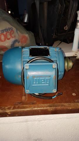 Vendo este motor trifásico por 450.00 reais contato * - Foto 4