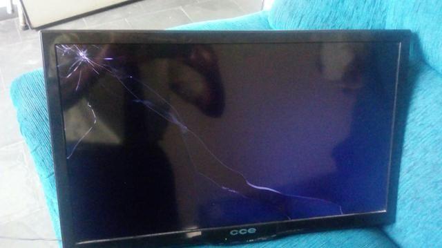 Televisao com tela quebrada