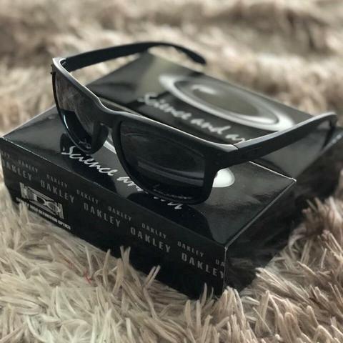 54fd5c318 Promoção Relâmpago de Óculos de Sol Oakley Hobrook Preto ( 100% Polarizado )