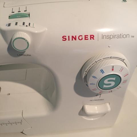 Máquina de Costura Mecânica Singer Inspiration 4218 - Branca - 110V - Foto 4