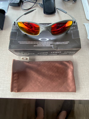 Óculos Oakley Violet - lentes vermelhas