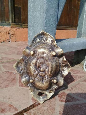 Galo e cinzeiro antigo de bronze  - Foto 4