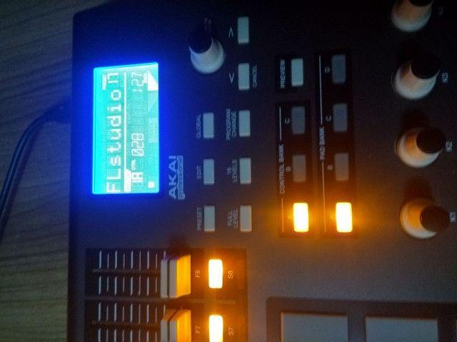 Controladora MPD32 Akai  - Foto 2