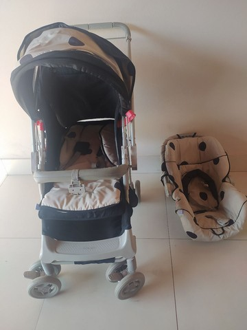 Carrinho de bebê e bebê conforto Galzerano