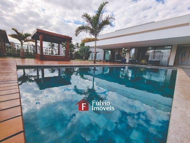 EXCLUSIVIDADE! Casa Luxuosa, Dentro de Condomínio de Alto Nível, 4 Suítes, Lazer Completo  - Foto 2