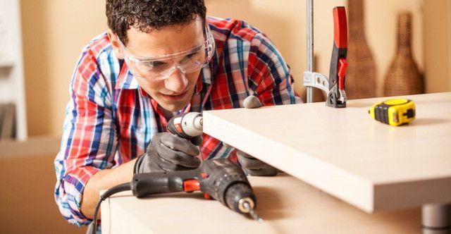 Contrate-se montador de móveis com experiência na área.