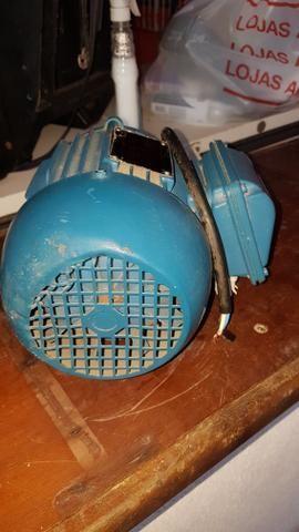 Vendo este motor trifásico por 450.00 reais contato * - Foto 2