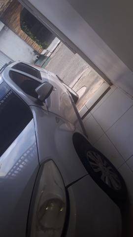Vendo ou troco sandero por carro 2013 em diante - Foto 6