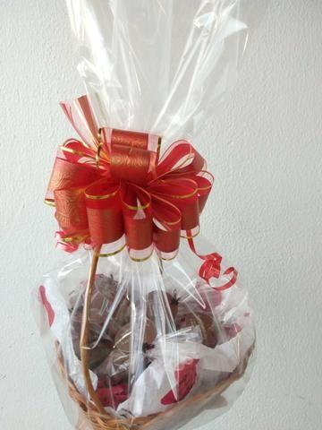 Cesta com chocolates - Foto 2