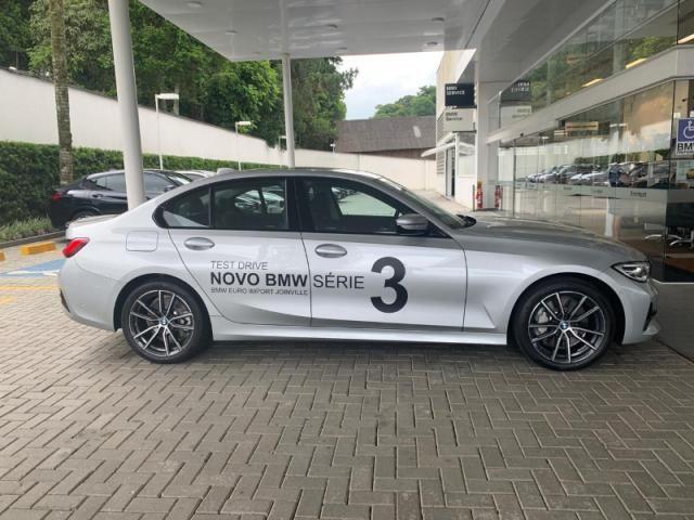 BMW 330I 2.0 16V TURBO GASOLINA M SPORT AUTOMÁTICO - Foto 2