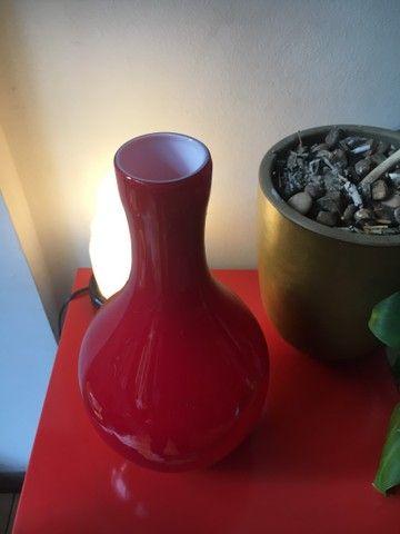 Vaso decorativo em vidro vermelho - Foto 2