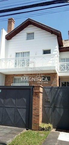 SOBRADO com 3 dormitórios à venda com 292.15m² por R$ 950.000,00 no bairro Mercês - CURITI