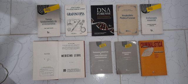 Livros de criminalística antigos