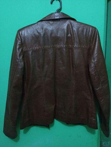 Jaqueta de couro legítimo importada.