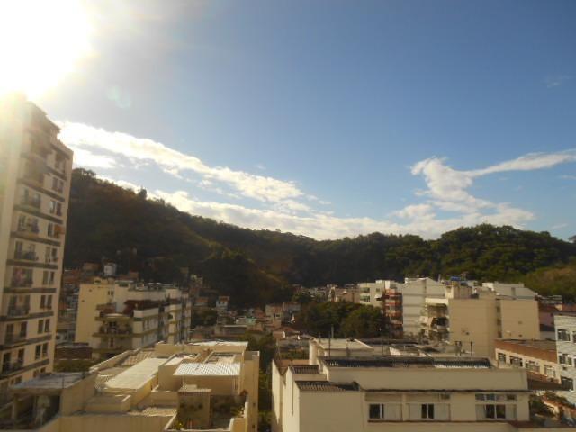Rua Souza Franco, apto 02 dormitórios , dependência , varanda e vaga escriturada - Foto 4
