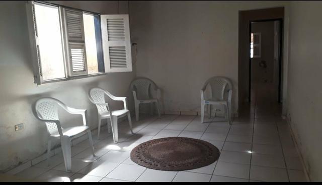 Casa simples com 4 quantos a 2 minutos da praia atalaia - Foto 3