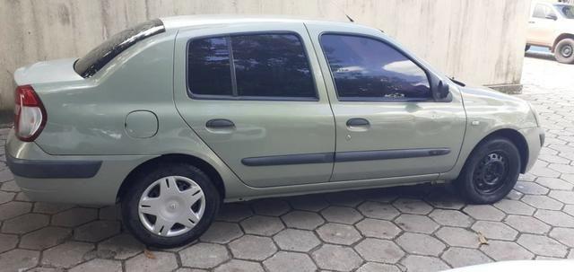 Renault Clio sedan 1.0 16v - Foto 8