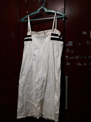 Vestido branco com listra preta - Foto 2