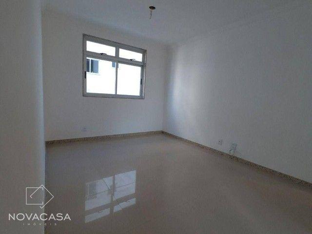 Apartamento com 3 dormitórios à venda, 56 m² por R$ 300.000,00 - Candelária - Belo Horizon - Foto 4