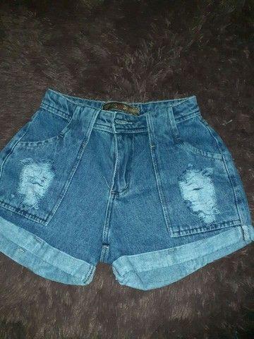 Short jeans mom