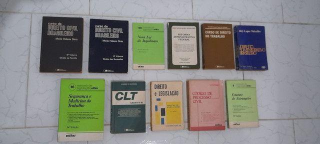 Diversos livros de direito antigos - Foto 3