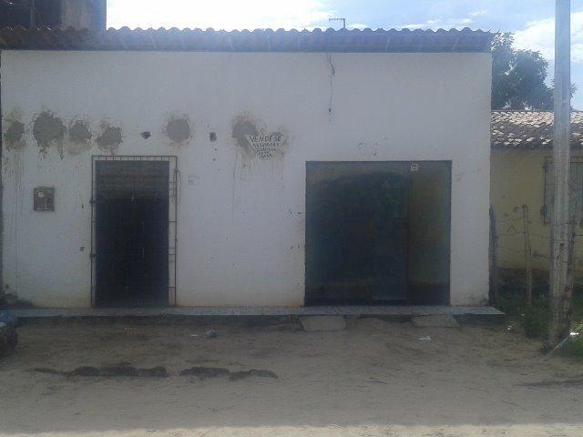 Casa em pacajus-ce com ponto de comércio,garagem,2 quartos e um quintal grande