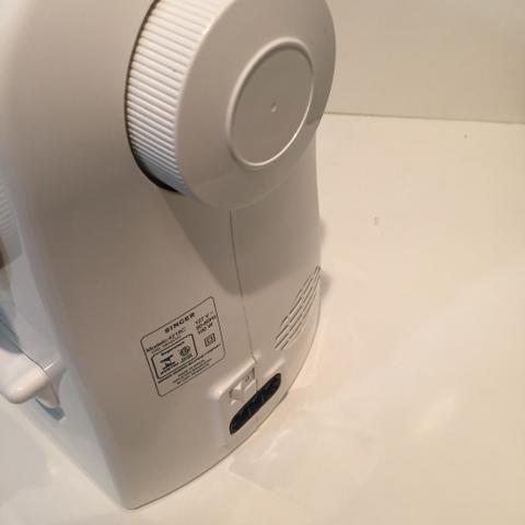 Máquina de Costura Mecânica Singer Inspiration 4218 - Branca - 110V - Foto 3
