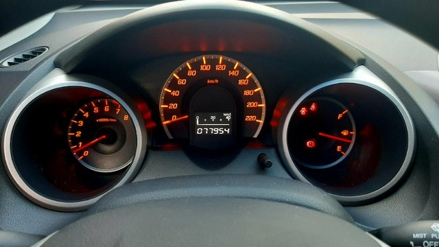 Honda fit LX câmbio manual motor 1.4 flex 4p cinza 2010 77.900km ipva2021pgvist. - Foto 13