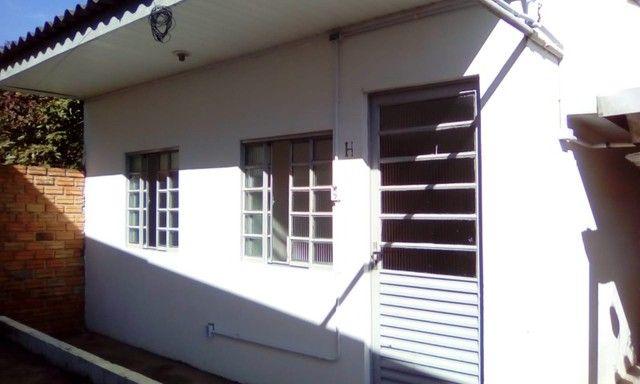 Aluga-se Casa em Condominio 1 quarto 1 banheiro R$ 900,00