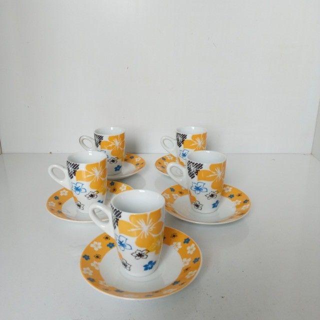 Conjunto 5 Xicaras 60ml De Porcelana Cafe Com Pires - Foto 3